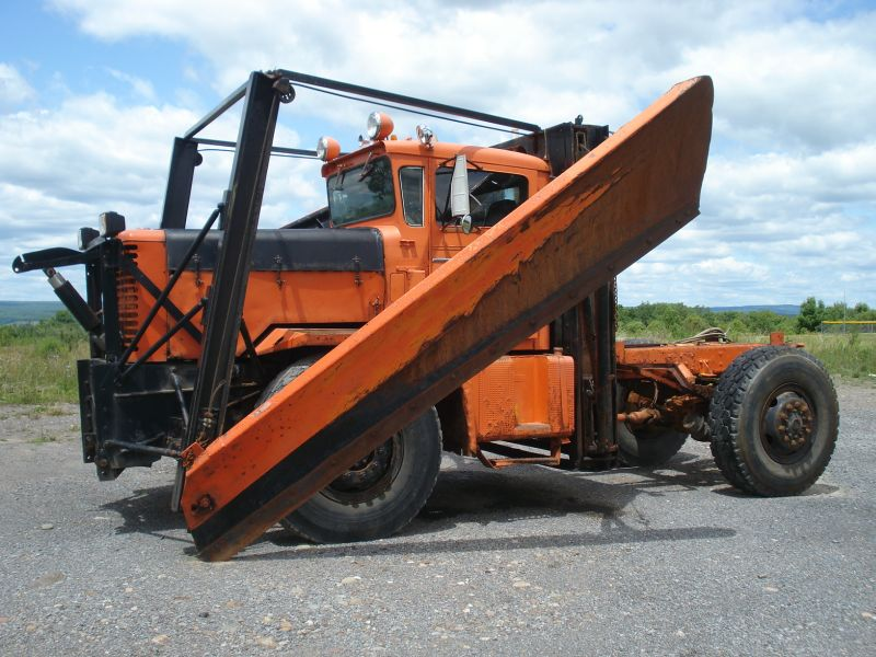 http://www.badgoat.net/Old Snow Plow Equipment/Trucks/Oshkosh Plow Trucks/Oshkosh Trucks/GW800H600-20.jpg